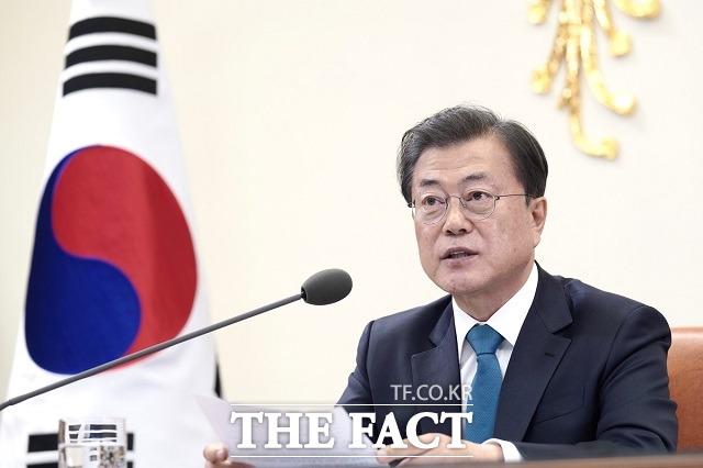 문재인 대통령이 8일 폭우 피해 관련 시진핑 중국 국가주석과 아베 신조 일본 총리에게 위로전을 보냈다고 청와대는 10일 밝혔다. /청와대 제공