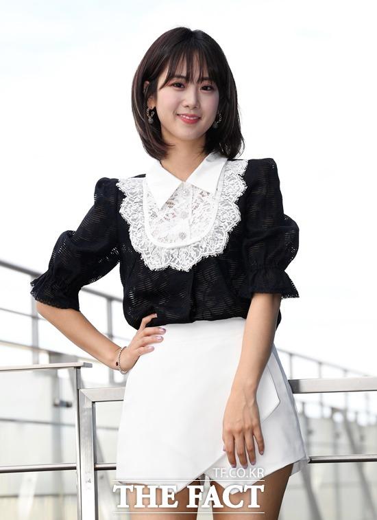 강혜연은 EXID 출신 일부 멤버 중에선 외모의 변화가 가장 적은 것으로도 누리꾼들 사이에 주목의 대상이 되기도 했다. 사진 위는 가요무대 출연 당시 선배 가수 주현미와 한컷. /이새롬 기자