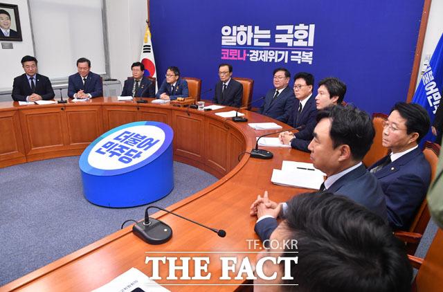 이해찬-김태년의 애도 발언 후 비공개로 전환되는 회의