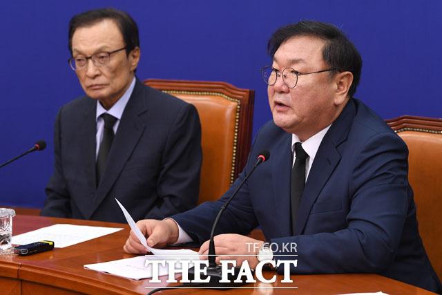 애도 발언 이어가는 김태년 원내대표(오른쪽)