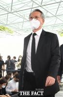 [TF포토] 빈소 들어서는 김형오 전 국회의장