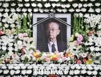 [TF사진관] '한국전쟁의 영웅 영면에 들다'…조문객 맞이하는 고 백선엽 장군 빈소