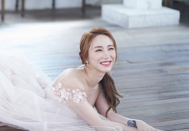 천상지희 선데이가 12일 결혼했다. 남편은 1살 연하의 모델 출신 회사원으로 알려졌다. /선데이 SNS 캡처