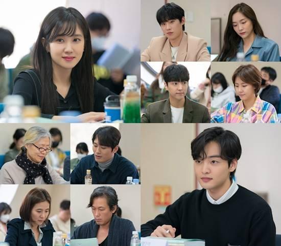 SBS 새 월화극 브람스를 좋아하세요?는 박은빈과 김민재 주연의 드라마로 오는 8월 31일 첫 방송을 예고했다. /SBS 브람스를 좋아하세요? 제공