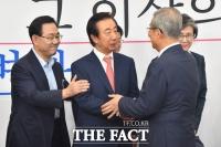 [TF사진관] 김성태, '다시 돌아온 국회… 환영하는 김종인-주호영'