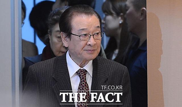 이순재의 로드 매니저로 약 2개월간 근무한 김 모씨는 '이순재의 아내가 1시간마다 자신의 위치를 보고하라는 지시를 했다'고 주장했다. 이순재는 해당 논란에 대해 직접 사과했다. /더팩트 DB