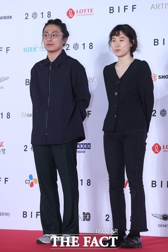 구교환(왼쪽) 이옥섭은 2018년 부산국제영화제에서 함께 레드카펫을 밟았다. /뉴시스