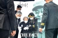 [TF포토] 사진 속 미소짓고 있는 백선엽 장군