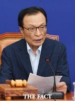 [TF사진관] 고 박원순 시장 전 비서에게 사과하는 이해찬 대표