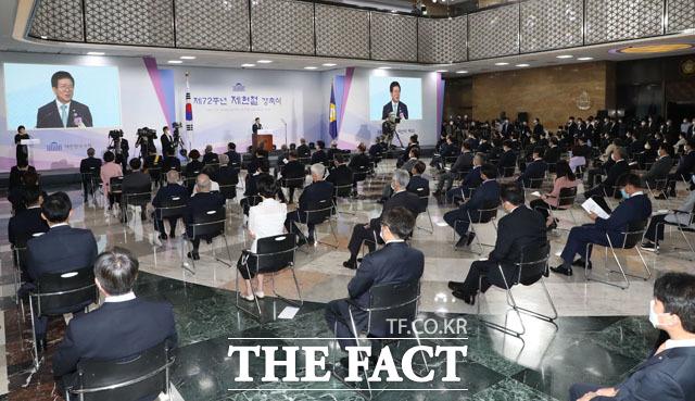 박병석 국회의장이 17일 오전 서울 여의도 국회에서 열린 제72주년 제헌절 경축식에서 경축사를 하고 있다. /국회=남윤호 기자