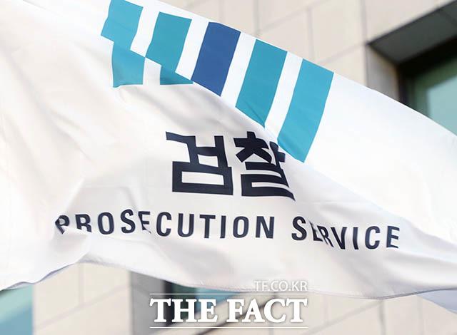 고 박원순 전 서울시장 성추행 피소 사실 유출 의혹 사건에 대해 검찰이 수사에 착수했다. 17일 서울중앙지검은 고발 5건을 형사2부(이창수 부장검사)에 배당했다고 밝혔다. /이효균 기자