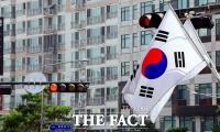 [TF사진관] '국경일 맞나요?'...'빨간불' 켜진 제헌절 태극기 게양