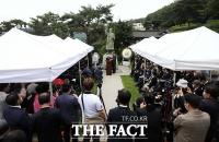 [TF사진관] 빗속에서 열린 '이승만 전 대통령 서거 55주기 추모식'