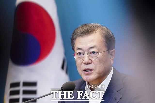 문재인 대통령이 20일 서울 지역 주택 공급 확대를 위해 검토된 그린벨트를 해제하지 않겠다고 결정했다. /청와대 제공