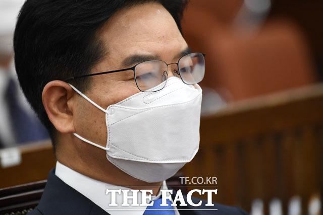 뿌연 안경... 인사청문회 기다리는 김창룡 경찰청장 후보자