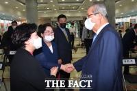 [TF사진관] '국회 찾은 김을동' 김종인 위원장과 반가운 만남