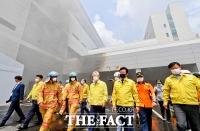 [TF포토] 용인 화재 현장점검 나선 이재명