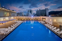 호캉스族 몰리자 예약률 90%…호텔업계 '반짝 특수' 누리나
