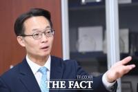 [TF인터뷰] 조해진, '평범한' 소시민과 '비범한' 정치인 사이