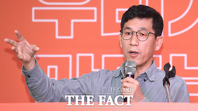 진중권 전 동양대 교수는 22일 서울시장 재보궐 선거 무공천 발언을 했다가 입장을 바꾼 이재명 경기지사를 비판했다. /이새롬 기자