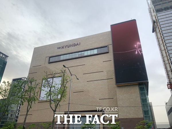 현대백화점이 22일 현대식품관 투홈을 오픈하면서 본격적으로 온라인 시장에 뛰어들었다. 사진은 현대백화점 무역센터점 모습. /한예주 기자