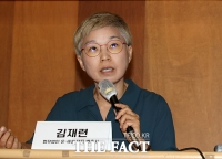 [TF포토] 2차 기자회견 갖고 발언하는 김재련 변호사