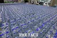 [TF사진관] '불안해서 못먹겠네...' 수돗물 유충 사태에 생수 판매 급증