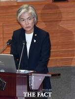 [TF포토] 질의에 답변하는 강경화 외교부 장관