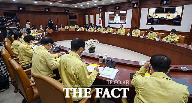 홍 부총리 주재로 열린 첫 한국판 뉴딜 관계장관회의