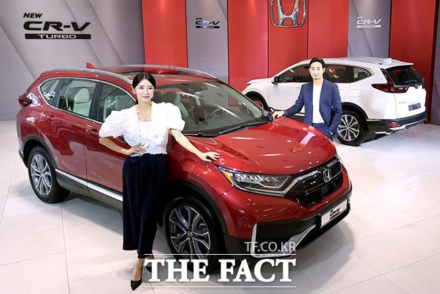 혼다코리아가 23일 오전 서울 용산구 혼다 자동차 KCC모터스 전시장에서 뉴 CR-V 터보 국내 출시 행사를 개최하고 있다. /이선화 기자