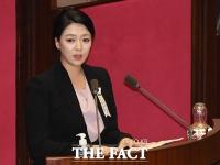 [TF포토] 법무부 장관 탄핵소추안 제안설명하는 배현진