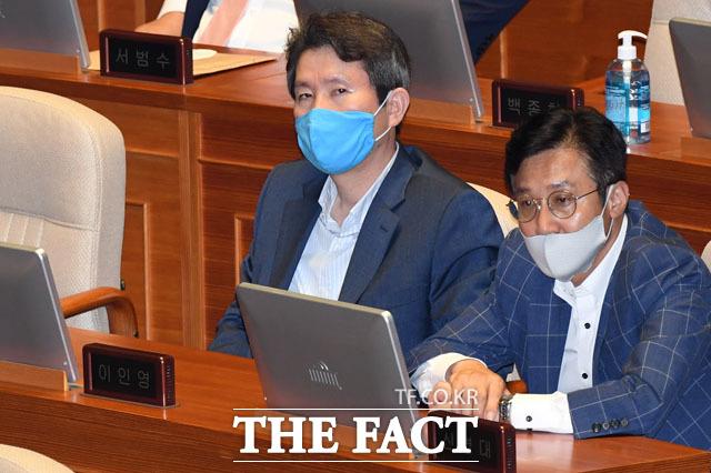 국회 대정부질문 참석한 통일부 장관 후보자 이인영 더불어민주당 의원(가운데), 인사청문회 보고서가 채택되지 못하고 있는데...