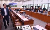 [TF포토] 외통위 전체회의 불참한 미래통합당
