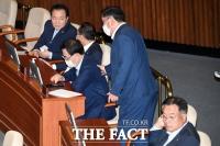 [TF사진관] 김태년, '이인영 청문회 보고서' 채택 두고 광폭 행보