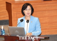 [TF사진관] '탄핵소추안 부결'…대정부질문 출석한 추미애 장관