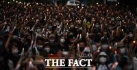 [TF사진관] 부동산 정책 논란에 '다시 등장한 촛불'