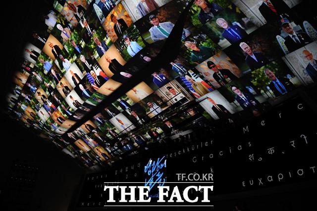 6.25전쟁 제70주년 유엔군 참전의날 기념식이 27일 오전 서울 중구 동대문디자인플라자에서 열린 가운데 참석하지 못한 참전용사들의 사진이 행사장 천장에 보여지고 있다. /임세준 기자