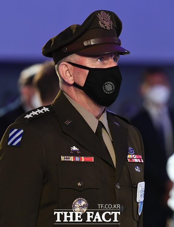 기념식 참석한 로버트 에이브럼스 주한미군사령관