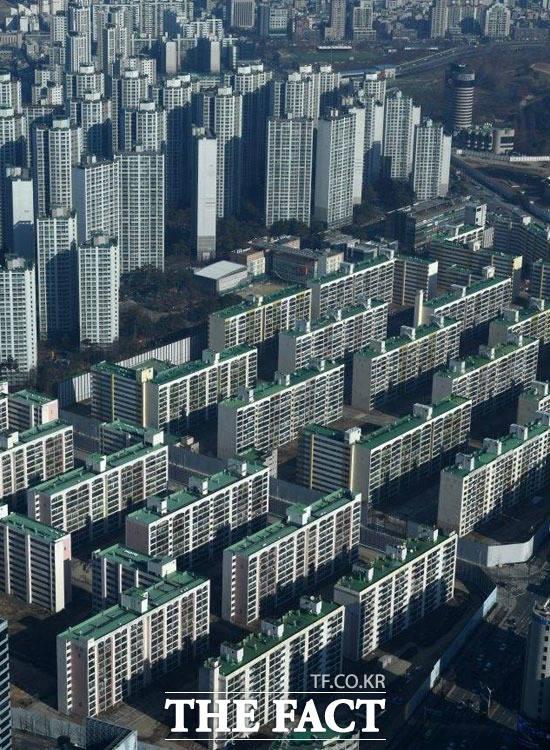 국민 절반 이상은 행정수도를 세종시로 이전, 수도권 집값을 안정화할 수 있다는 주장에 공감하지 않는 것으로 조사됐다. /더팩트 DB