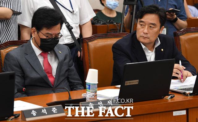 국토위 소속 다주택 의원으로 지적되고 있는 송언석(왼쪽), 정동만 미래통합당 의원.