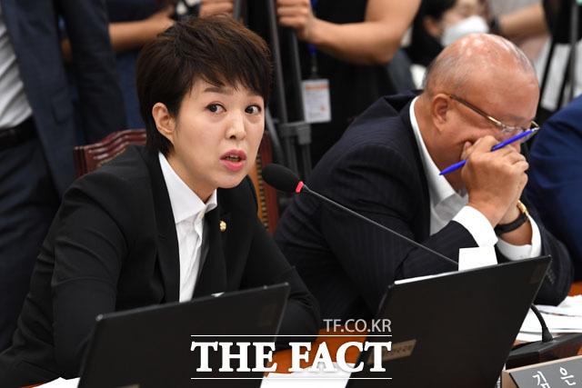 발언하는 김은혜 미래통합당 의원. 경실련 자료에 따르면 김은혜 의원이 신고한 부동산 재산액은 168억원.