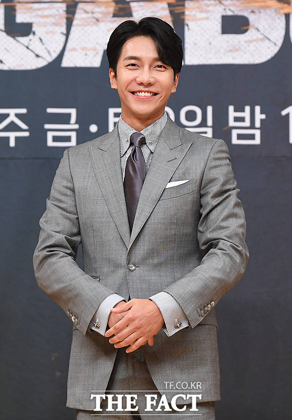 이승기가 JTBC 신규 예능프로그램 싱어게인의 MC를 맡아 프로그램을 이끈다. 이승기는 프로그램의 취지에 공감해 출연을 결심했다고 밝혔다. / 이새롬 기자