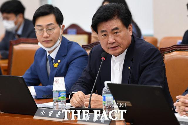 의사진행 발언하는 소병훈 의원, 한 정당의 사정 때문에 계속 미루고 있는데...