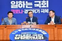 [TF포토] 최고위원회의 주재하는 이해찬