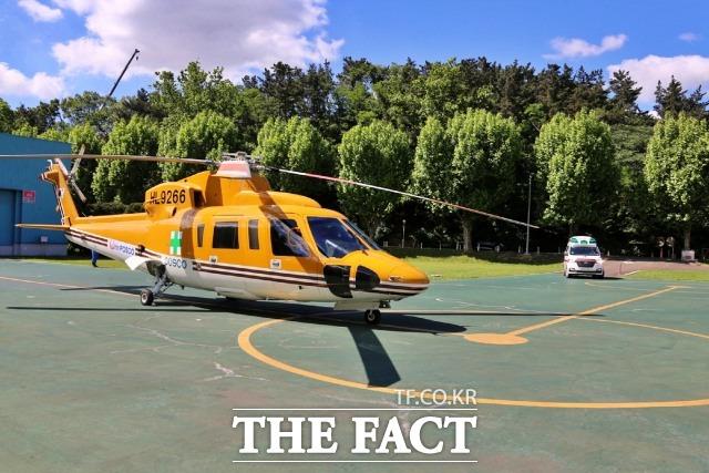 포스코가 사업장내 안전사고 발생시 자사 보유 헬기로 응급환자를 이송할 수 있는 체계를 마련했다. 대기중인 포스코 헬기모습(사진제공=포스코)