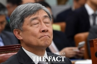 [이철영의 정사신] '감탄고토' 민주당 모습에서 '친박'이 보인다