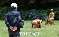 [TF사진관] '일본은 반성하라!'…영원한 속죄 동상 찾은 관람객들