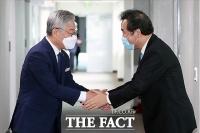 [TF포토] 경기도청 찾아 이재명 만난 이낙연