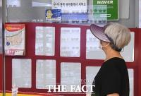 [TF포토] '텅 빈' 부동산 매물 정보란