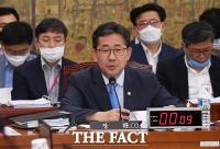 [TF포토] 답변하는 박양우 장관